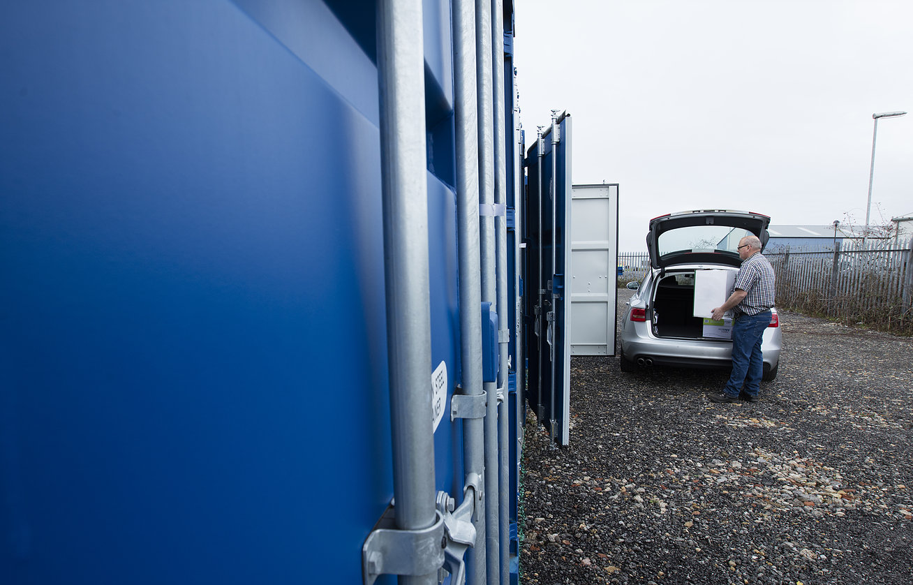 Loading your LN6 Storage container